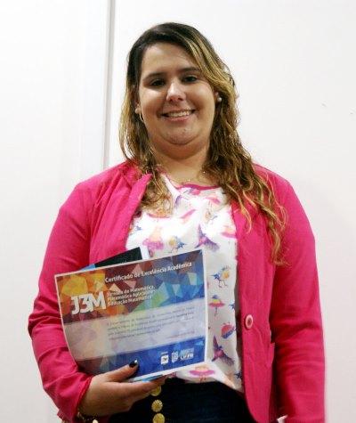 aluna-da-licenciatura-em-matematica-da-udesc-joinville-recebe-premio-de-excelencia-academica