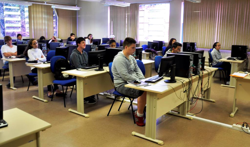 estudantes-de-escola-publica-participam-de-oficina-de-matematica-na-udesc-joinville