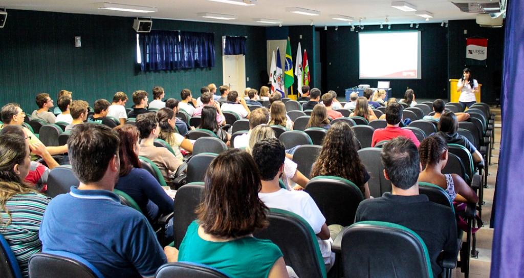 monitores-e-orientadores-participam-de-capacitacao-na-udesc-joinville
